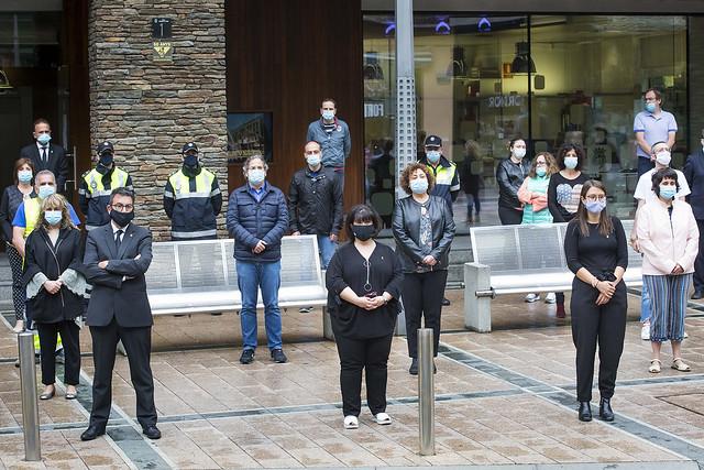 Minut de silenci en homenatge a les víctimes de la COVID-19