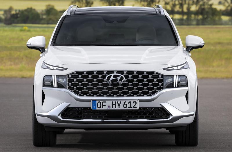 2021-Hyundai-Santa-Fe-14-2