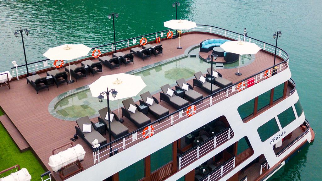 Du thuyền Le Theatre Cruise