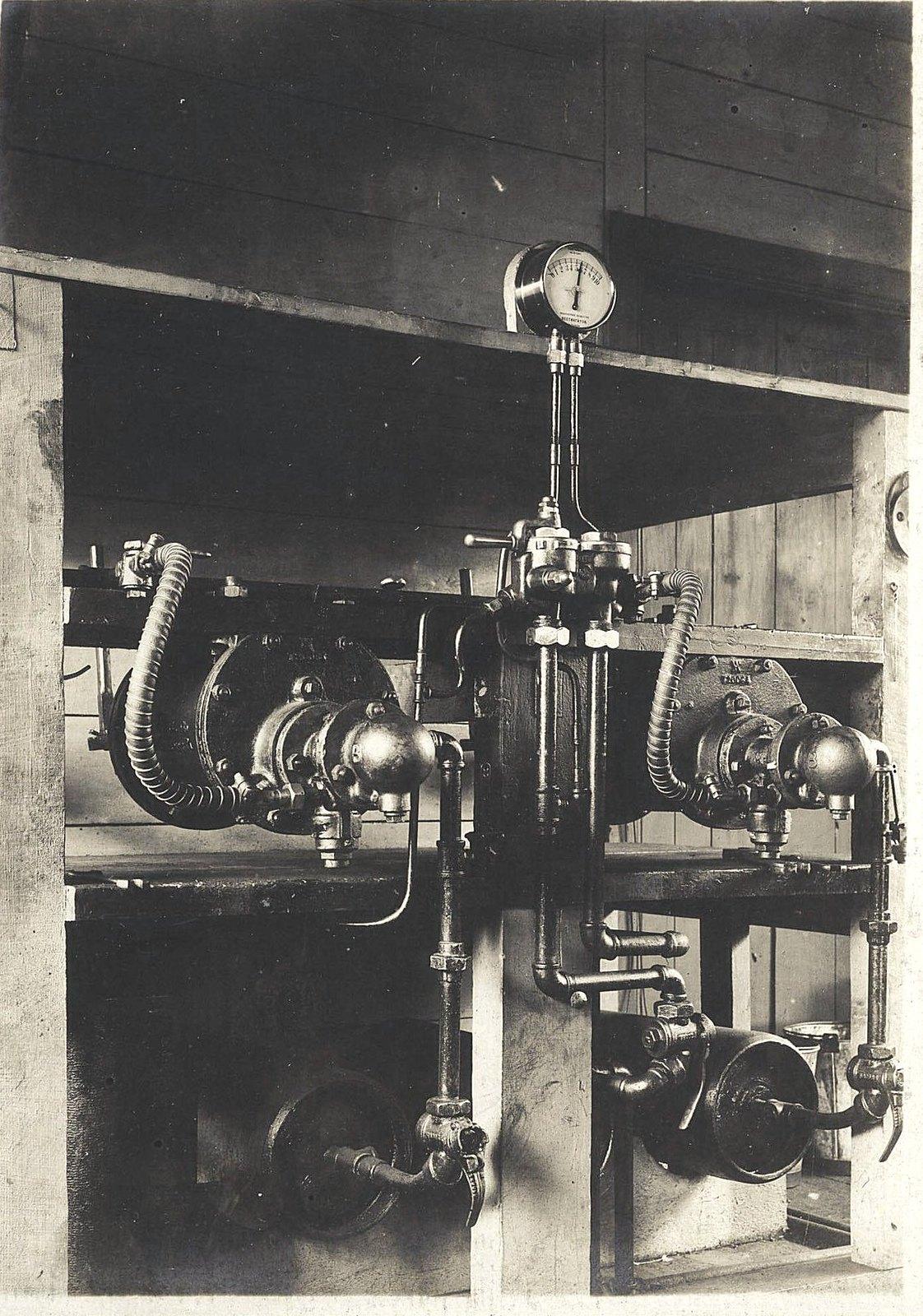46. Станок для испытания тройных клапанов