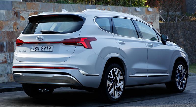 2021-Hyundai-Santa-Fe-6-4