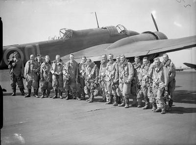 83 Squadron aircrew and Hampden at RAF Scampton