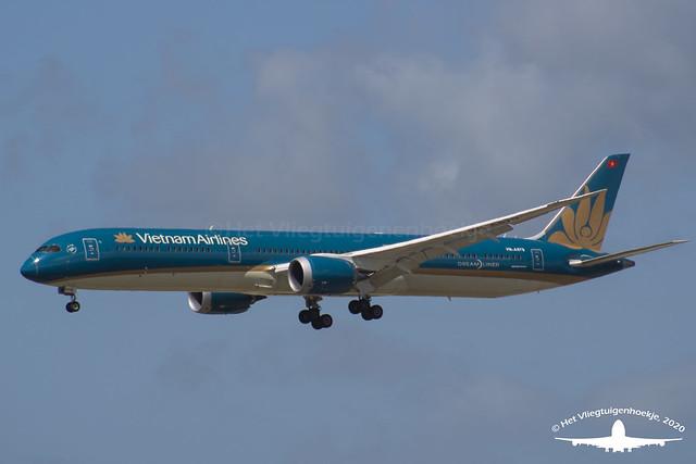 Vietnam Airlines Boeing 787-10 Dreamliner | VN-A879
