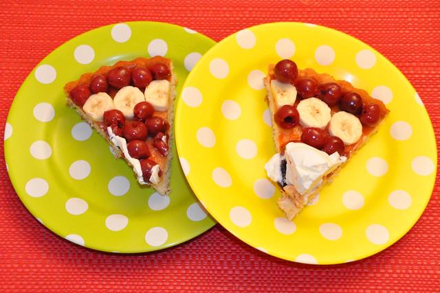 Juni 2020 ... Kirsch-Bananen-Kuchen mit Schlagsahne ... Brigitte Stolle