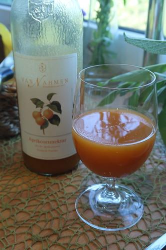 Aprikosennektar (von der Obstkellerei Van Nahmen)