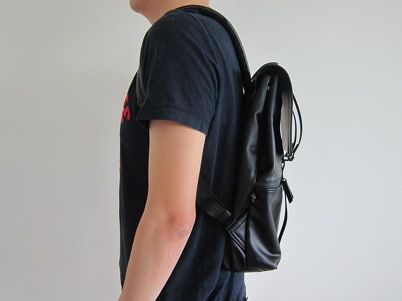 Gaston Luga - Splash Backpack - Wearing It - Side