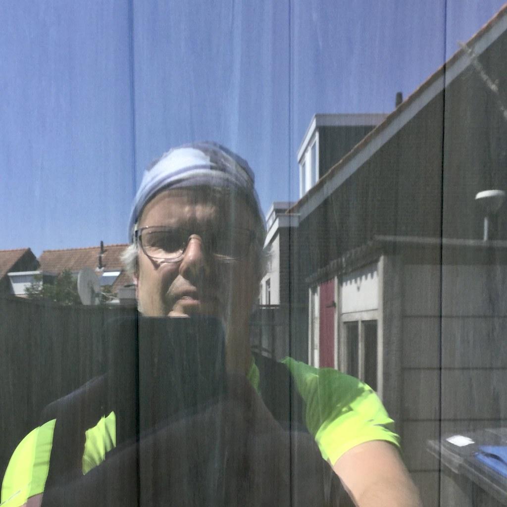 selfie in een ruit