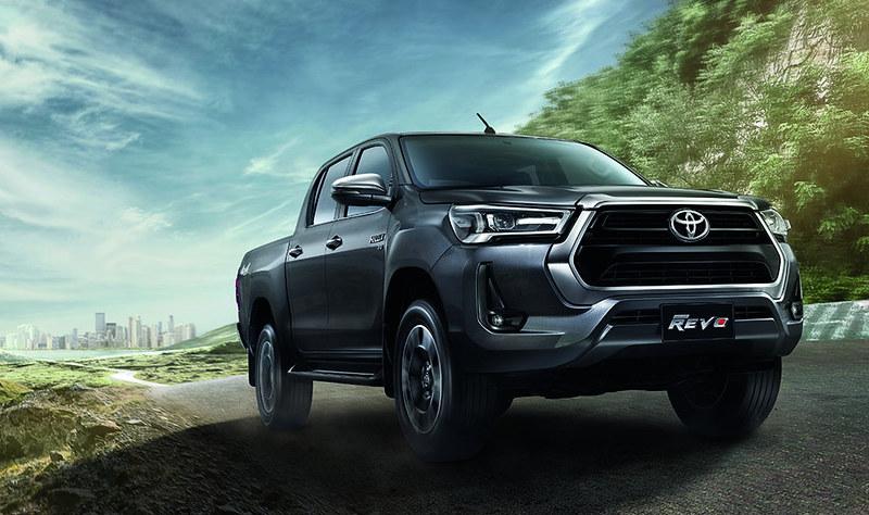 2021-Toyota-Hilux-23