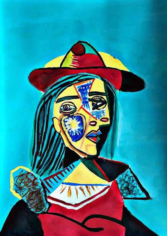 Erika Pérez  ( dona amb barret i coll de pel )