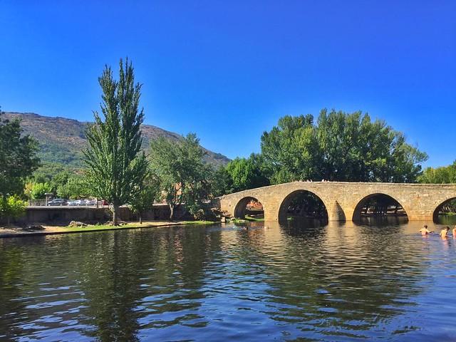 Puente románico de Navaluenga, una de las mejores piscinas naturales de la provincia de Ávila