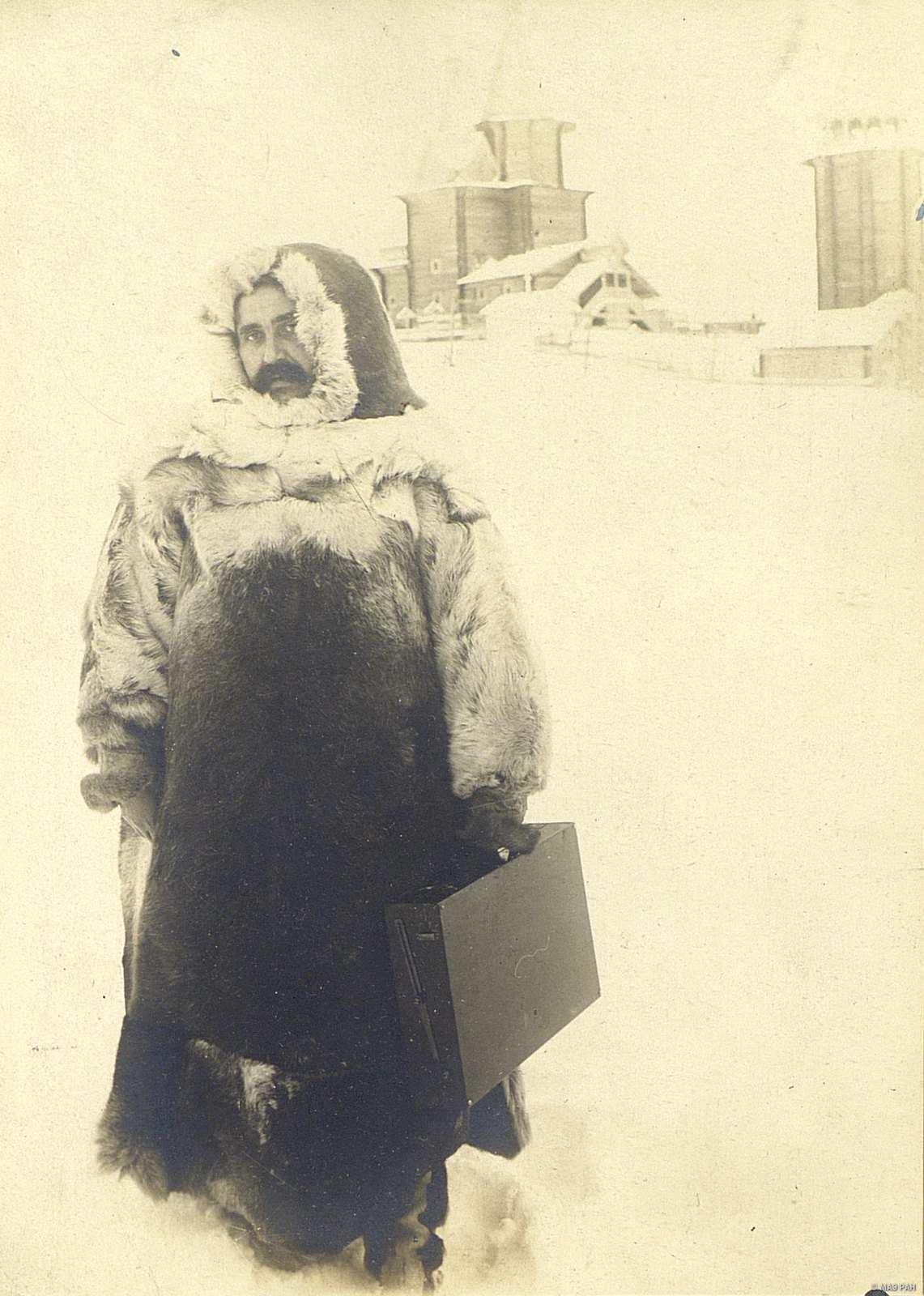 Николай Авенирович Шабунин в самоедском костюме.