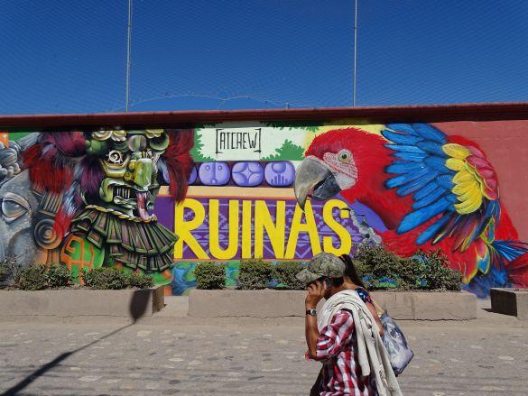 DSC00942GuatemalaHondurasCopanOpDemuurRondHetVoetbalstadion