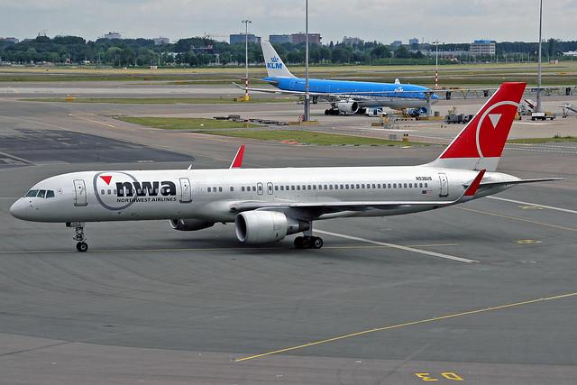 Northwest Airlines Boeing 757-251 N536US AMS 14-06-08