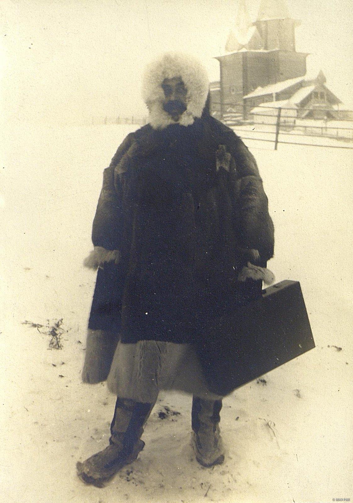 Николай Авенирович Шабунин в самоедском костюме