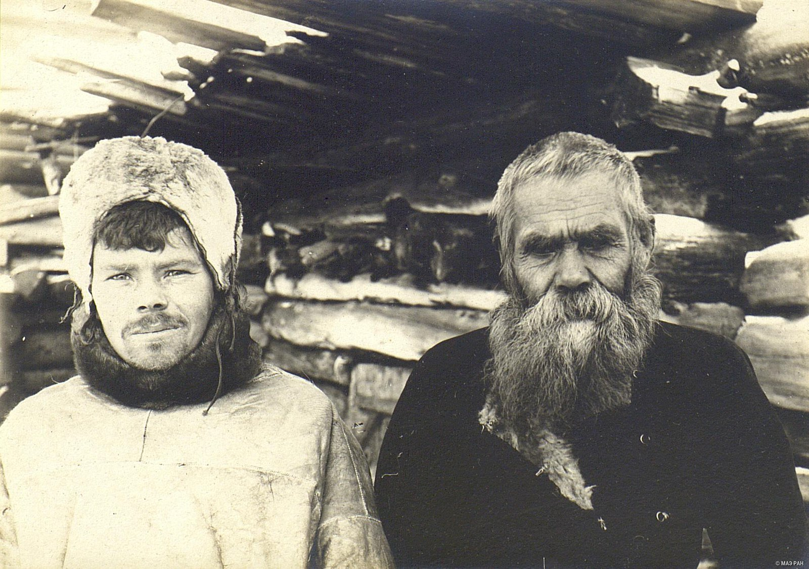 Крестьянин Ефим Бешенкин (95 лет) с сыном Николаем (24 года)