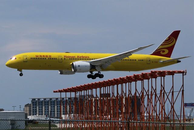 Hainan Airlines B-7302