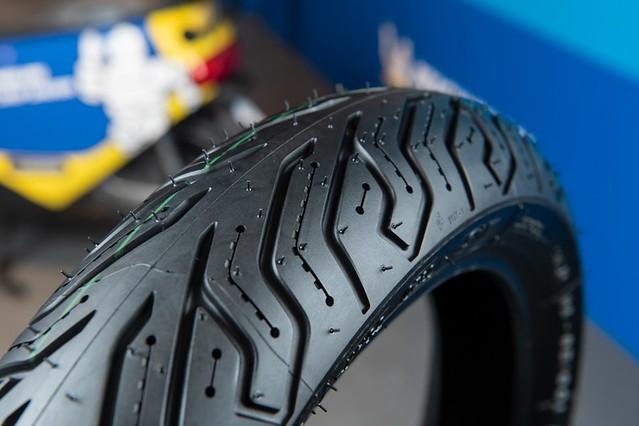 米其林與國內電動速克達大廠 Gogoro 攜手合作,開發電動機車專用輪胎 City Grip Saver。
