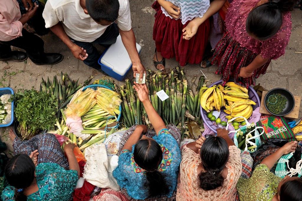 受封鎖和隔離影響,從農場到超市、從超市到餐桌的城市食品供應鏈正受到阻礙,許多人無法取得健康的食物,另一批人則無法取得足夠的收入(Photo: UN Woman, CC BY-NC-ND 2.0)