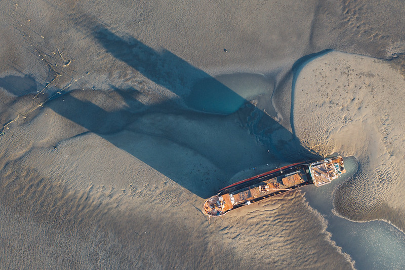 擱淺  Stranded boat