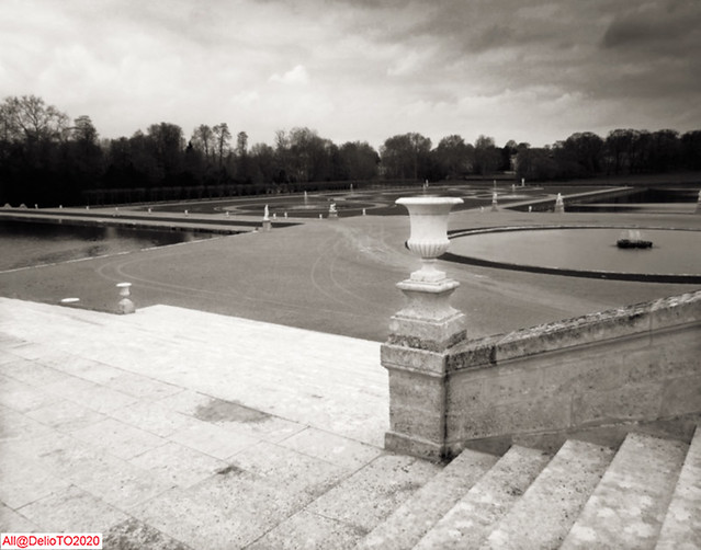 The Chantilly Château's, the way to the garden