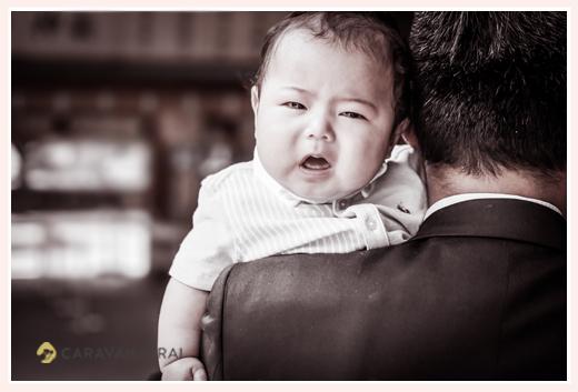 お宮参り 泣き顔の赤ちゃん 男の子