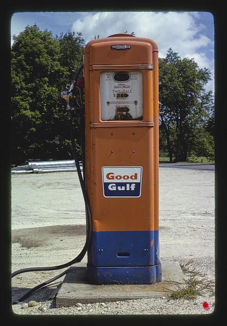 Gulf gas pump, South Newberry, New Hampshire (LOC)