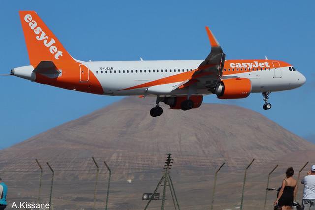 EASYJET A320 G-UZLB