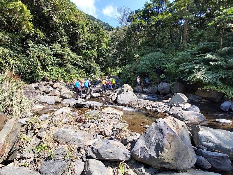 Hiking Resources: Crossing the creek to Mt. Jiajiuling 加九嶺山