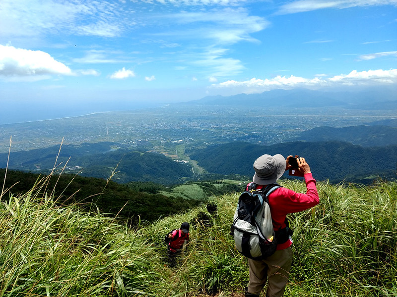 Hiking Resources: looking at Ilan Plain from Mt. Sanjiaolun 三角崙山