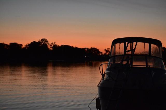 Sunset vibe @ Camanche Reservoir