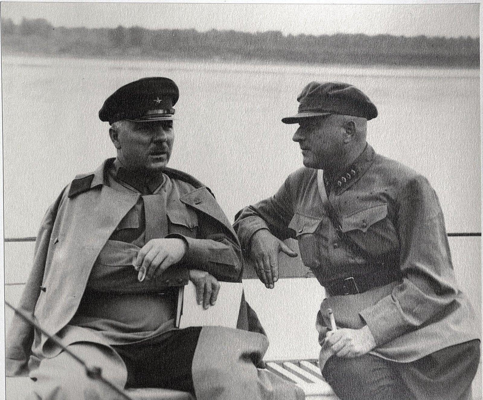 29. К.Е. Ворошилов и Н.С. Власик. Теплоход Клара Цеткин. Август 1933