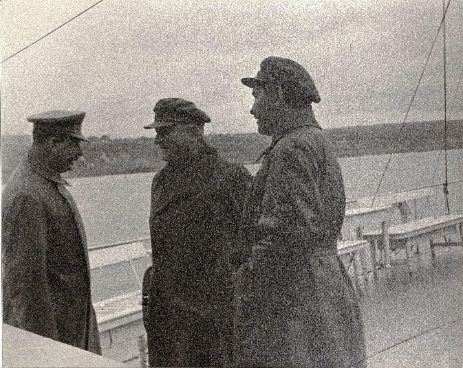 24. И.В. Сталин, К.В. Паукер, Н.С. Власик. Теплоход Клара Цеткин Август 1933