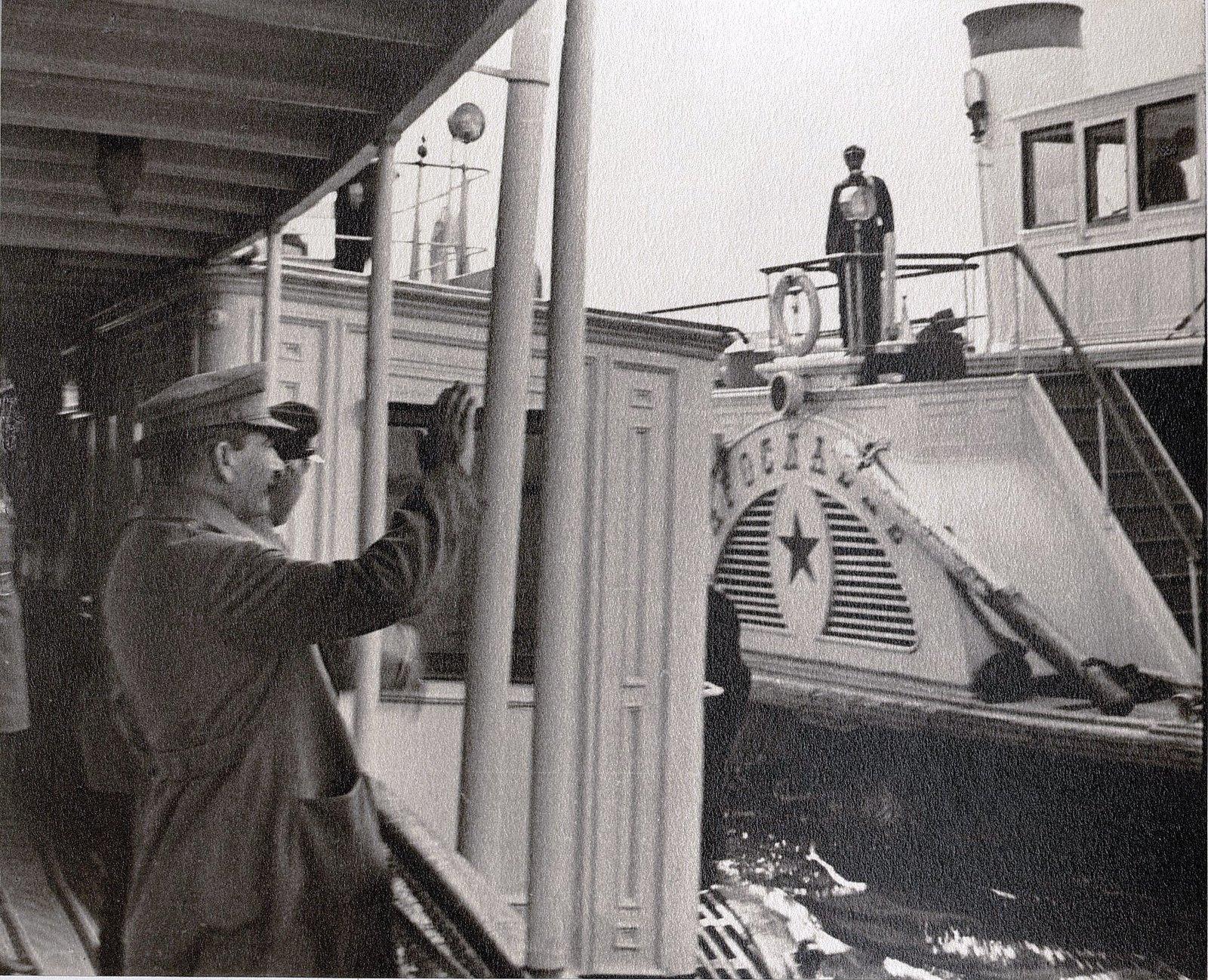 18. И.В. Сталин и К.Е. Ворошилов. Теплоход Клара Цеткин. Август 1933