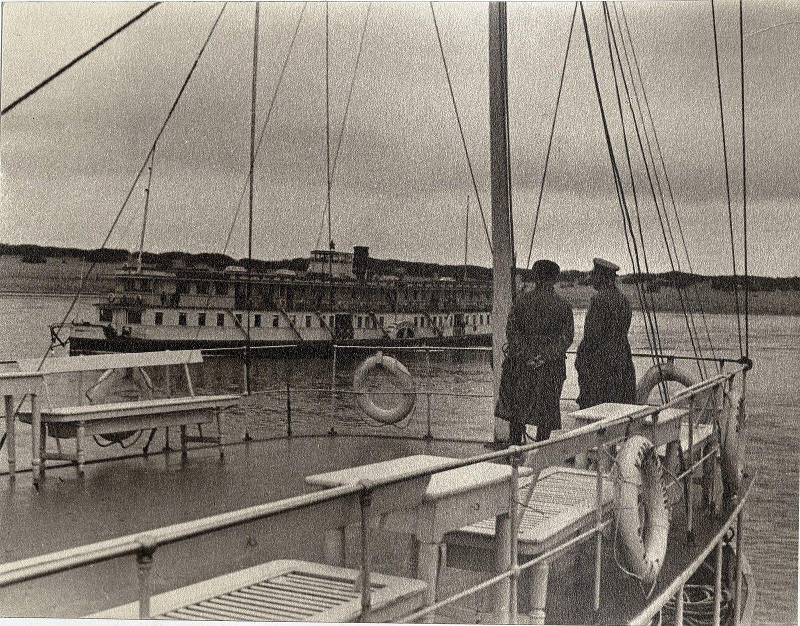 10. И.В. Сталин и К.Е. Ворошилов на теплоходе Клара Цеткин. Август 1933