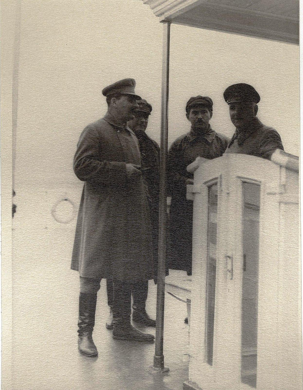 23. И.В. Сталин, К.Е. Ворошилов, Н.С. Власик. Теплоход Клара Цеткин Август 1933