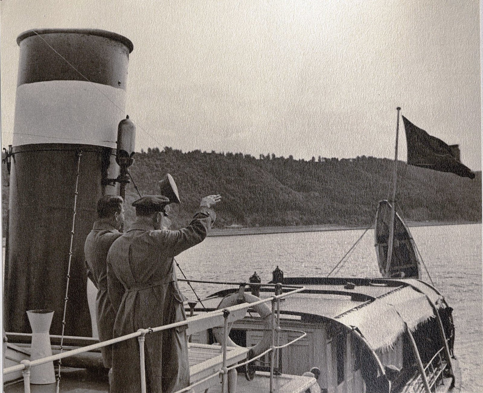 16. И.В. Сталин и К.Е. Ворошилов. Теплоход Клара Цеткин. Август 1933