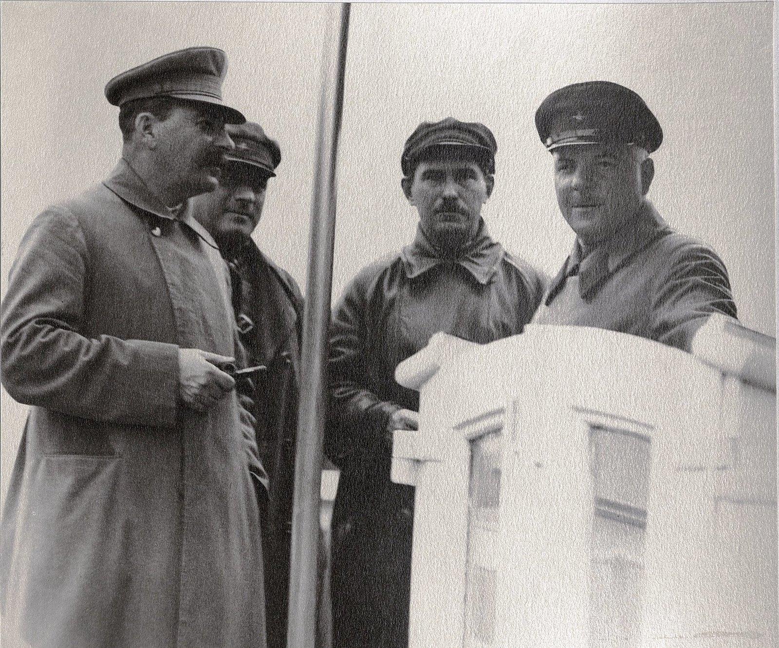 31. И.В. Сталин, К.Е. Ворошилов, Н.С. Власик, К.В. Паукер. Теплоход Клара Цеткин. Август 1933