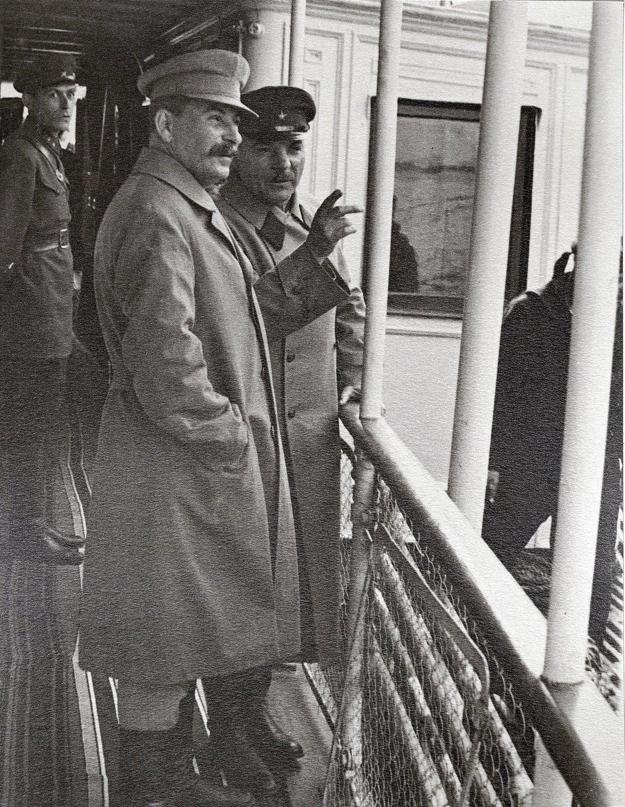 12. И.В. Сталин и К.Е. Ворошилов на теплоходе Клара Цеткин. На заднем плане сотрудник охраны. Август 1933