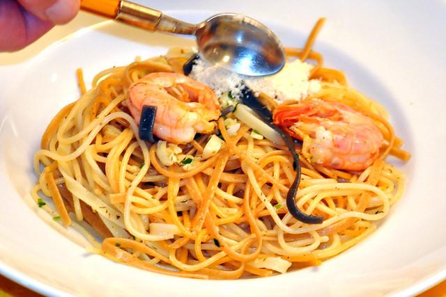 Juni 2020 ... Spaghetti Olio ed Aglio ... mit Olivenöl und gaaanz viel Knoblauch ... Brigitte Stolle