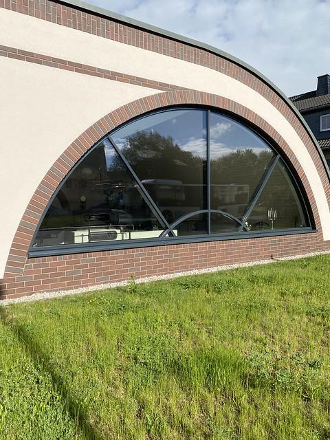 Ein rundes Fenster / a round window
