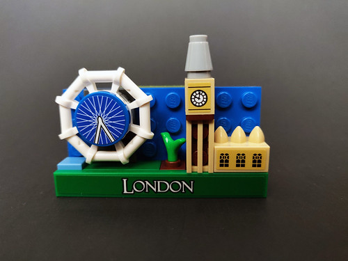 LEGO Magnets London (854012) & Empire State Building (854030)