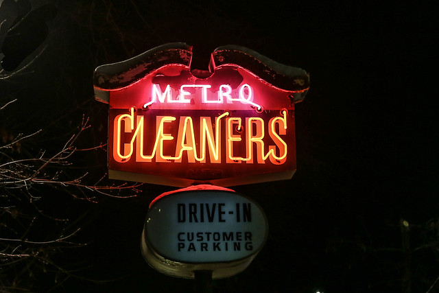 Metro Cleaners neon