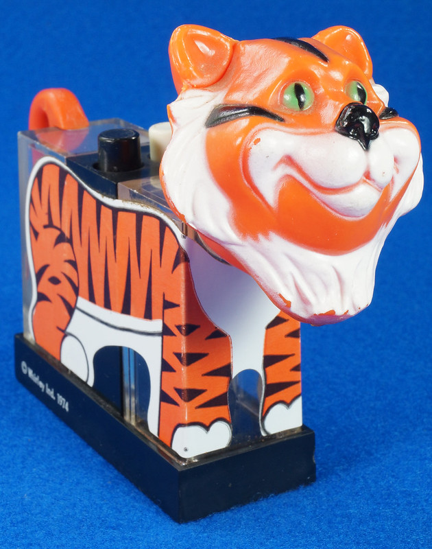 RD27522 1974 WHIRLEY Esso MOBIL EXXON TIGER Mechanical SALT & PEPPER Shaker Shakers DSC07230
