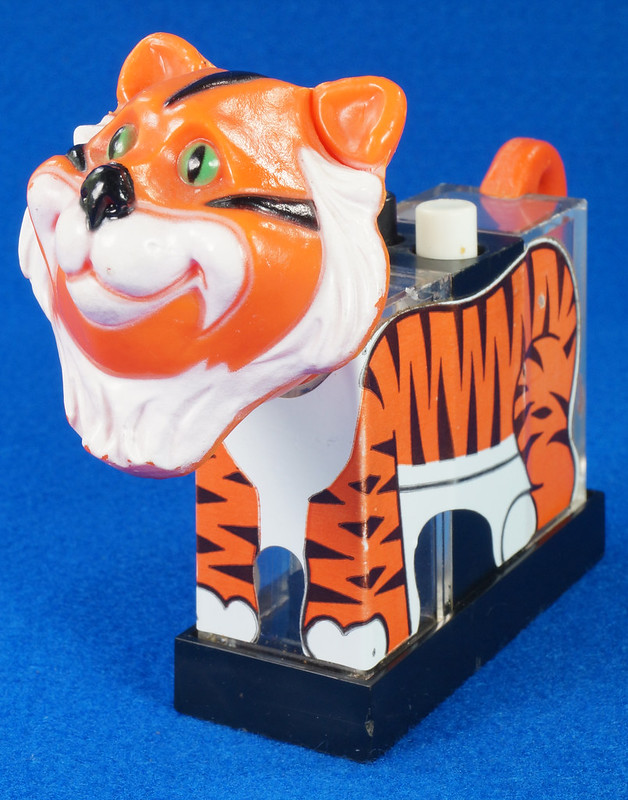 RD27522 1974 WHIRLEY Esso MOBIL EXXON TIGER Mechanical SALT & PEPPER Shaker Shakers DSC07229