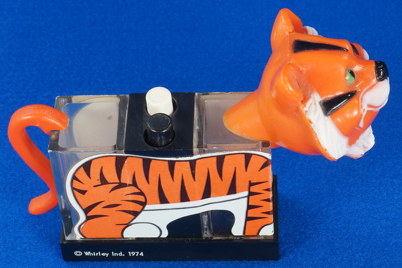 RD27522 1974 WHIRLEY Esso MOBIL EXXON TIGER Mechanical SALT & PEPPER Shaker Shakers DSC07223