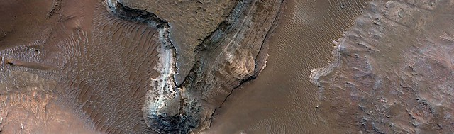 Mars - Clay Deposits in Holden Crater