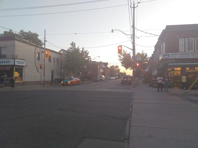 Looking west, Dovercourt at Hallam #toronto #dovercourtvillage #dovercourtroad #hallamstreet #progressbakery #sunshinevariety #evening