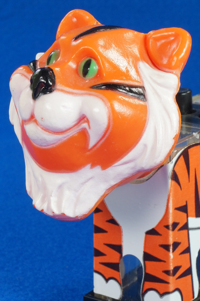 RD27522 1974 WHIRLEY Esso MOBIL EXXON TIGER Mechanical SALT & PEPPER Shaker Shakers DSC07234