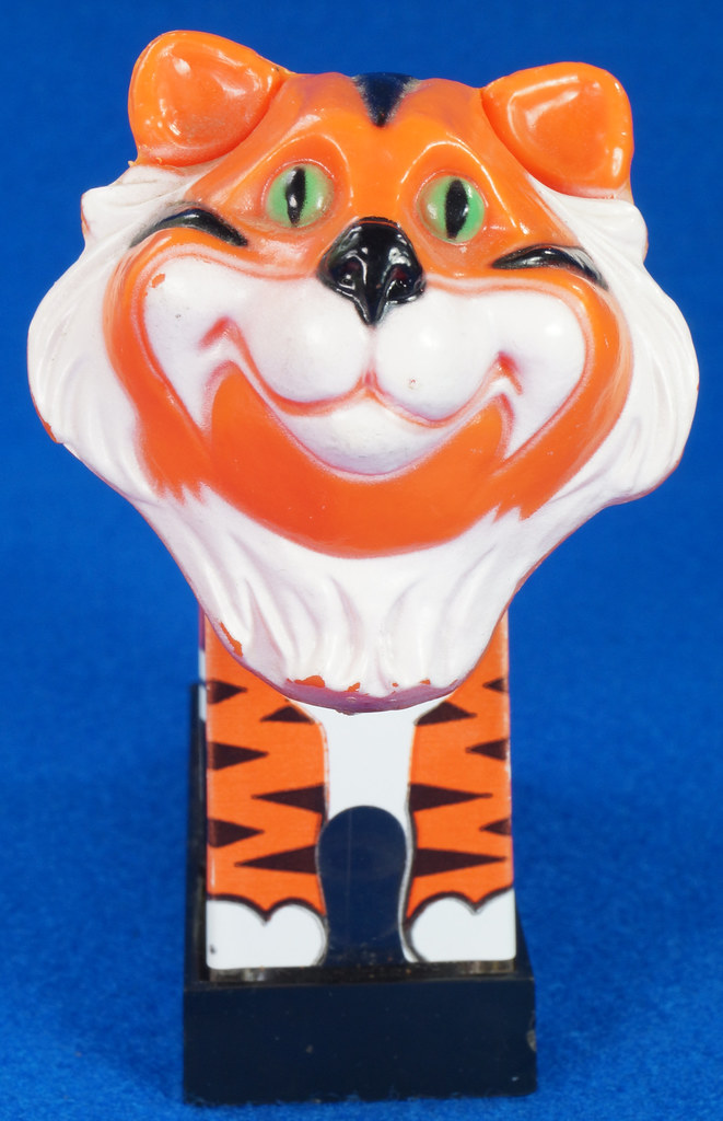 RD27522 1974 WHIRLEY Esso MOBIL EXXON TIGER Mechanical SALT & PEPPER Shaker Shakers DSC07227