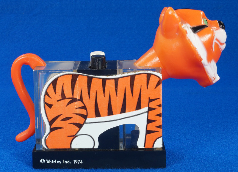 RD27522 1974 WHIRLEY Esso MOBIL EXXON TIGER Mechanical SALT & PEPPER Shaker Shakers DSC07225